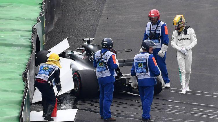 Lewis Hamilton a perdu le contrôle de sa Mercedes dès le premier tour des qualifications