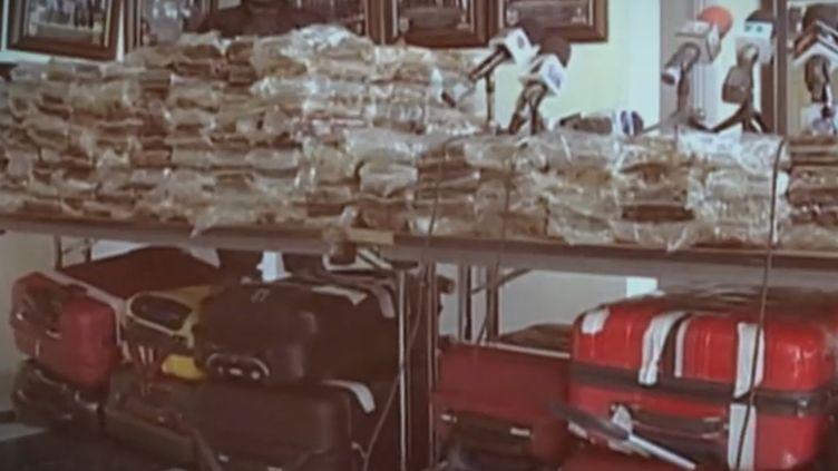 De la cocaine et des valises saisies sur le Falcon. (France 2)