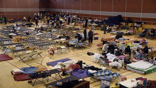 Dessinistrés des inondations hébergés dans un gymnase de Nemours (Seine-et-Marne) le 2 juin 2016. (DOMINIQUE FAGET / AFP)
