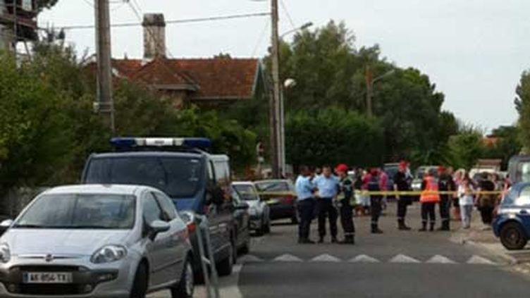 Le périmètre de sécurité devant l'école maternelle Jean-Jaurès de Parempuyre (Gironde), le4 septembre 2012. (FRANCE 3 AQUITAINE)