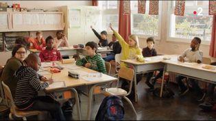 """Peut-on voter à gauche, militer pour l'école publique et mettre ses enfants dans le privé ? """"La lutte des classes"""" de Michel Leclerc sort en salle mercredi 3 avril. (FRANCE 2)"""