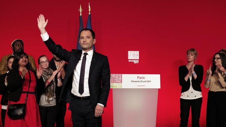 Le candidat socialiste à l'élection présidentielle, Benoît Hamon, le soir du premier tour du scrutin, le 23 avril 2017, à la Maison de la Mutualité à Paris. (PHILIPPE LOPEZ / AFP)