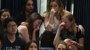 Les supporters de Clinton à la soirée électorale de New-York. (LUCY NICHOLSON / REUTERS)