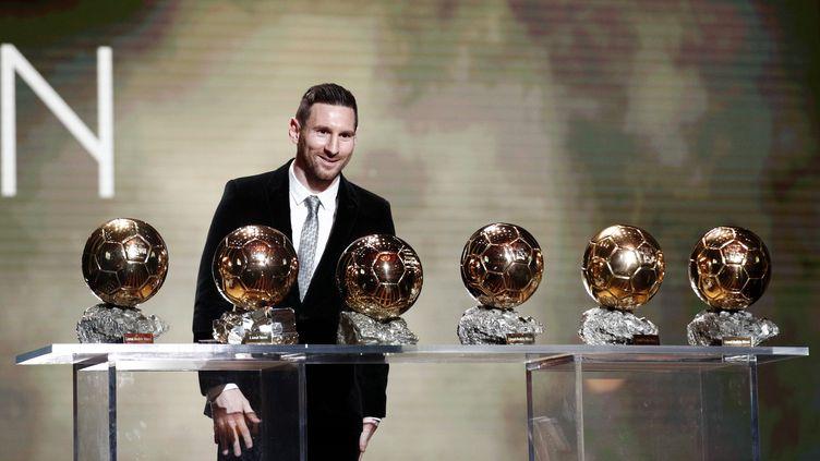 Lionel Messi détient désormais le record absolu avec six Ballons d'Or à son actif, le 2 décembre 2019 au Théâtre du Châtelet à Paris. (YOAN VALAT / EPA)