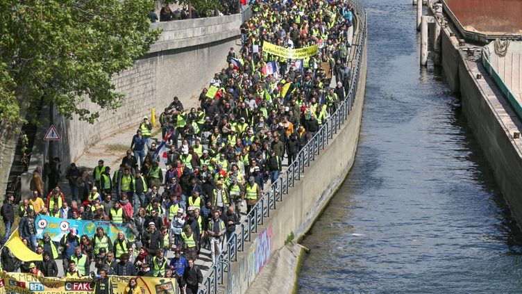 Un cortège de Gilets jaunes à Paris, lors du 24e samedi de mobilisation, le 27 avril 2019 (MICHEL STOUPAK / NURPHOTO)