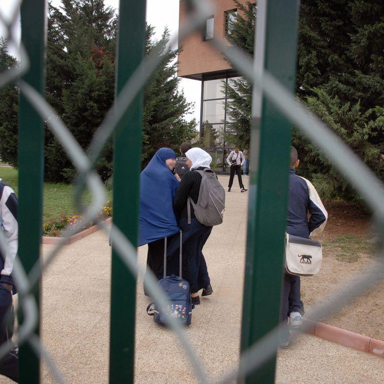 Une vaste étude sociologique, publiée le 4 avril 2018 aux éditions PUF, s'intéresse au phénomène de radicalisation chez les jeunes de France, notamment à la période du lycée. (JEAN-PHILIPPE KSIAZEK / AFP)