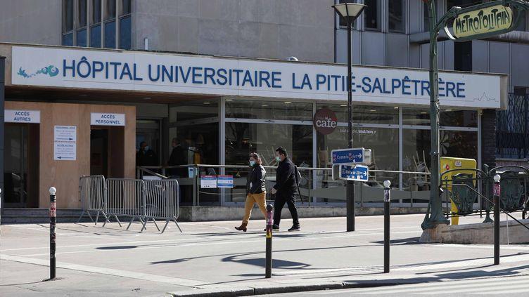 Illustration de l'hôpital universitaire La PitiéSalpêtrière, à Paris, le 24 mars 2020. (TATIF/WOSTOK PRESS / MAXPPP)