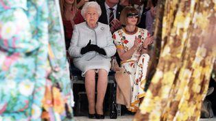 Elizabeth II au défilé Richard Quinn, Fashion Week de Londres, février 2018  (Yui Mok / POOL / AFP)