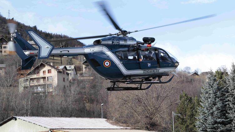 Un hélicoptère du peloton de gendarmerie de haute montagne (PGHM) de Briançon (Hautes-Alpes), le 29 novembre 2012. (  MAXPPP)