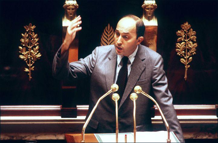 Le nouveau Premier ministre Laurent Fabius adresse sa déclaration de politique générale aux députés le 24 juillet 1984 à l'Assemblée nationale à Paris. ( AFP / PHOTONONSTOP)