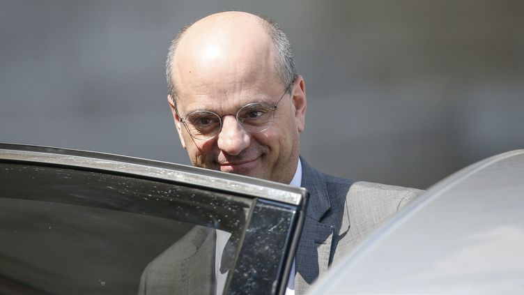 Le ministre de l'Intérieur Jean-Michel Blanquer, le 9 mai 2018 à la sortie du conseil des ministres, à Paris. (MAXPPP)