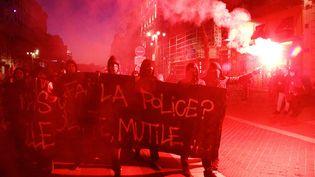 Manifestation contre les violences policières, sur le Vieux Port, à Marseille, le 17 février 2017. (MAXPPP)