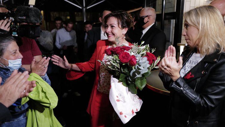 La tête de liste PS-PRG-PC Carole Delga, après le second tour de l'élection régionale en Occitanie, le 27 juin 2021 à Toulouse (Haute-Garonne). (LIONEL BONAVENTURE / AFP)