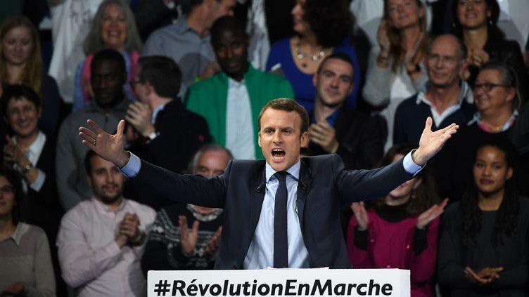 Emmanuel Macron lors d'un meeting, à Paris, le 10 décembre 2016. (ERIC FEFERBERG / AFP)