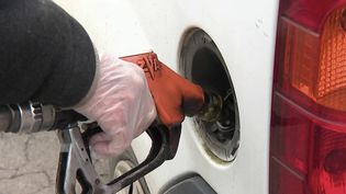 Carburant : les Français s'adaptent face à la flambée des prix. (FRANCE 2)