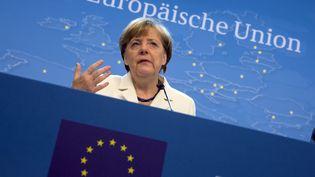 La chancelière allemande Angela Merkel s'exprime lors d'une conférence de presse à Bruxelles (Belgique), le lundi 13 juillet 2015. (PHILIPPE WOJAZER / REUTERS)