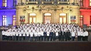 """Emmanuel Macron participe au""""dîner des Chefs"""", organisé à Lyon dans les salons de la préfecture du Rhône, le 26 septembre 2021. (MAXPPP)"""