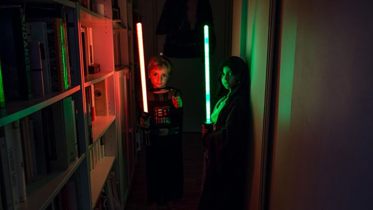 (A 5 et 6 ans, les deux cousins, Baptiste et Batti, sont fans de Star Wars © Matthieu Mondoloni/France Info)