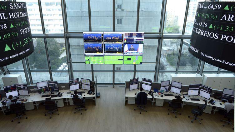 La Bourse de Paris a clôturé en hausse de 4,14%, mardi 25 août. (ERIC PIERMONT / AFP)