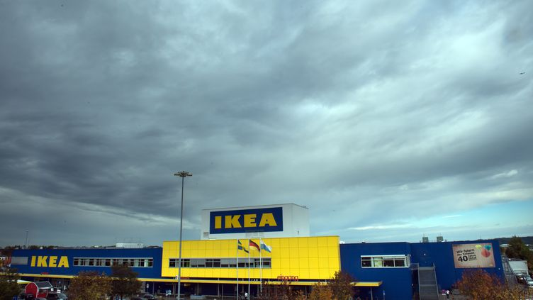 Le Suédois Ikea est l'une des sociétés qui profite le plus de la fiscalité luxembourgeoise(photo prise àEching, à Munich, Allemagne, le 16 octobre 2014). (PETER KNEFFEL / DPA / AFP)