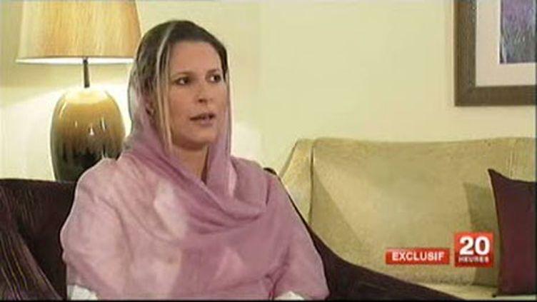 """Aïcha Kadhafi, la fille du """"guide"""" libyen, lors de son interview sur France 2 (30-6-2011) (France 2)"""