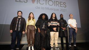 """Noé Preszow, Clou, Yseult, Hatik, Lous And The Yakuza et Hervé, les six nommés des catégories """"Révélation"""" des Victoires de la Musique cette année. (FRED DUGIT / MAXPPP)"""
