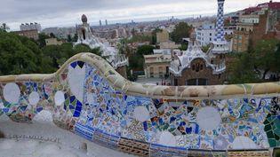 Détail du balcon du parc Güell, autre chef-d'oeuvre de Gaudi à Barcelone, construit de 1900 à 1914. Il figure désormais sur la liste du patrimoine mondial de l'UNESCO. (Photo Emmanuel Langlois)