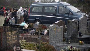 Enterrement du bébé rom à Wissous (Essonne), le 5 janvier 2015, après la polémique avec le maire de Champlan. (JOEL SAGET / AFP)