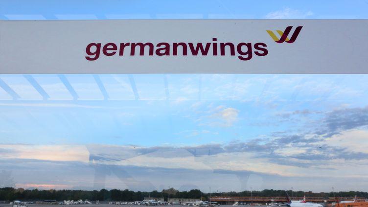 Un bandeau de la compagnie low cost Germanwings, filiale de la compagnie allemande Lufthansa, le 29 août 2014, à l'aéroport de Berlin-Tegel (Allemagne). (STEPHANIE PILICK / DPA / AFP)