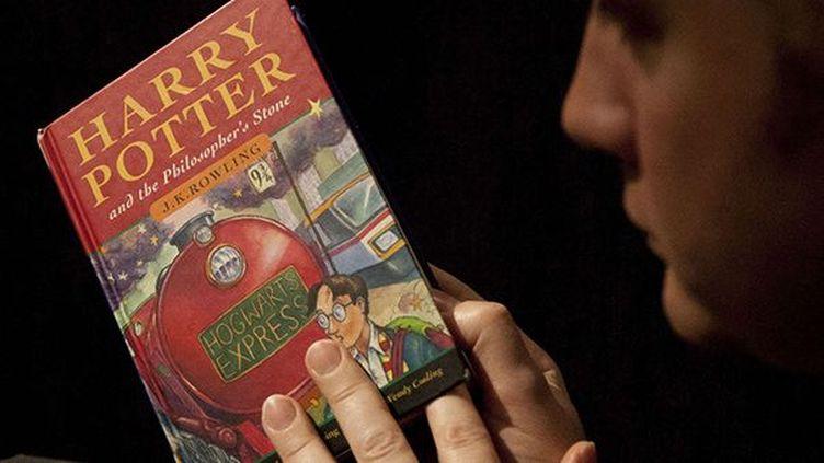 Un des premiers exemplaires de Harry Potter, lors d'une vente aux enchères  (Matt Dunham/AP/SIPA)