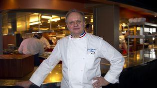 Le chef cuisinier Joël Robuchon, en février 2011 à Paris. (BERTRAND LANGLOIS / AFP)