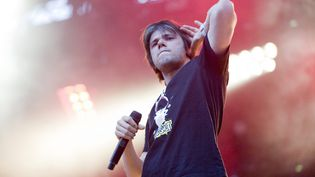 Orelsan le 26 mai 2012 lors du festival Art Rock, à Saint-Brieuc (Côtes-d'Armor). (CYRIL FRIONNET / MAXPPP)