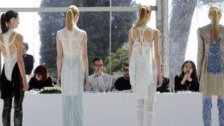 Le designer Belge Lucas Sponchiado présente son travail au jury de Hyères (avril 2012)  (A.C. Poujoulat. AFP)