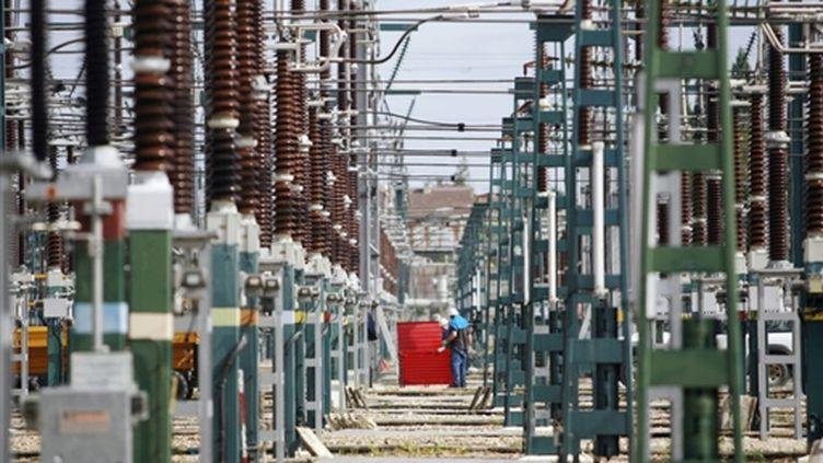 Des postes à haute tension (© AFP PHOTO FRED DUFOUR)