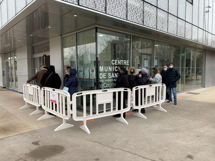 Au centre de vaccination contre le Covid-19 situé à La Courneuve en Seine-Saint-Denis, le 15 février 2021. (TIMOTHÉ ROUVIÈRE / RADIO FRANCE)