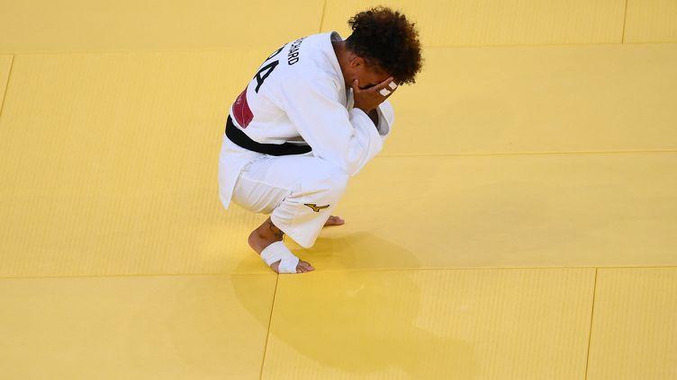 Amandine Buchard a finalement décroché la médaille d'argent, dimanche 25 juillet 2021 à Tokyo. (FRANCK FIFE / AFP)