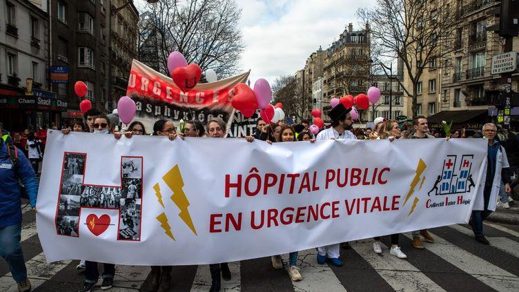 Manifestation du personnel hospitalier à Paris, le 14 février 2020. (JEROME GILLES / NURPHOTO)
