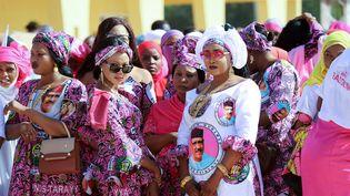 Des supportrices de Bazoum Mohamed, candidat du pouvoir à la présidentielle, lors d'un meeting à Agadez, une ville du nord du Niger, le 15 décembre 2020. (SOULEYMANE AG ANARA / AFP)