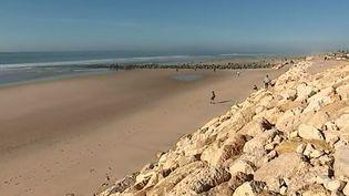 À Lacanau, la station girondine a décidé de protéger son front de mer des assauts de l'océan. David Basier nous explique les mesures qui ont été prises depuis trois ans. (France 2)