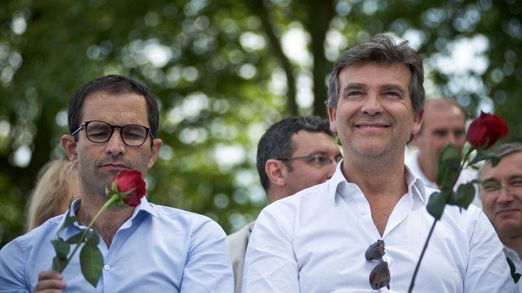 Benoît Hamon et Arnaud Montebourg, le 24 août 2014 à Frangy-en-Bresse (Saône-et-Loire). (NICOLAS MESSYASZ/SIPA)