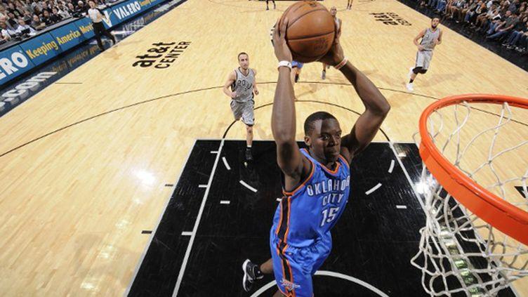 Le dunk de Reggie Jackson pour le Thunder (D. CLARKE EVANS / NBAE / GETTY IMAGES)