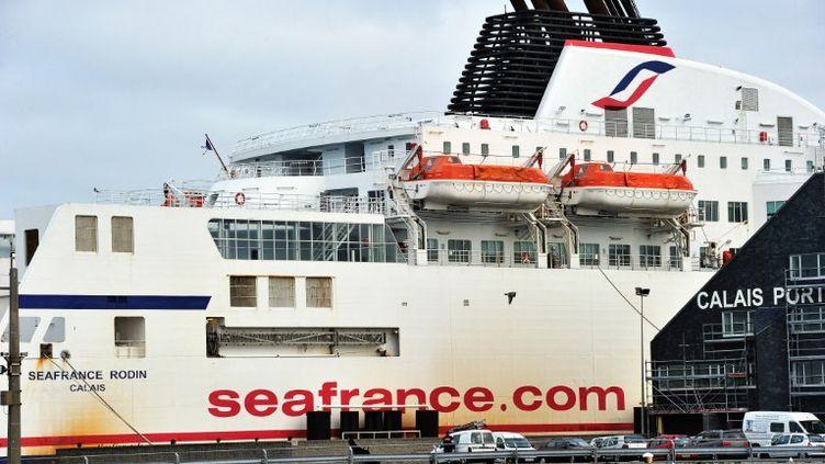 Un ferry de la compagnie SeaFrance dans le port de Calais (Pas-de-Calais), le 10 janvier 2012. (PHILIPPE HUGUEN / AFP)