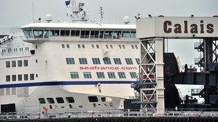Un ferry de SeaFrance à quai à Calais (Pas-de-Calais), le 31 décembre 2011. (PHILIPPE HUGUEN / AFP)