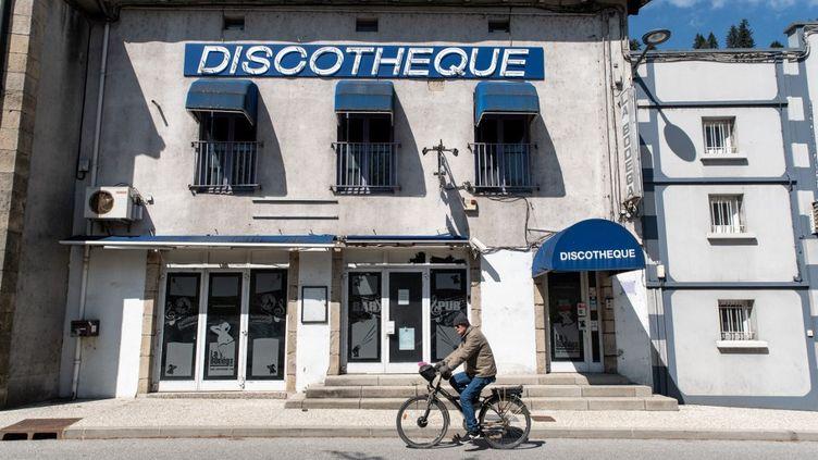L'entrée d'une discothèque au Cheylard (Ardèche), le 3 mai 2021. (DANA TENTEA / HANS LUCAS / AFP)
