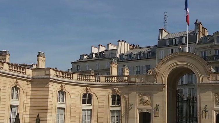 Un procès visant la garde rapprochée de Nicolas Sarkozys'ouvre,lundi 18 octobre. La justice se penche sur l'affaire des sondages de l'Elysée, quand la présidence avait commandé, au début du quinquennat, plusieurs millions d'euros d'enquêtes d'opinion, sans faire d'appel d'offre.  (CAPTURE D'ÉCRAN FRANCE 3)