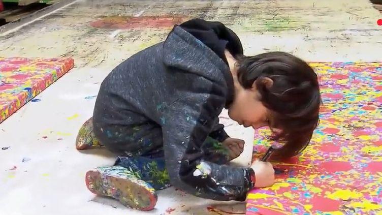 Mikail Akar, artiste peintre allemand âgé de 6 ans (CAPTURE ECRAN FRANCE 2)