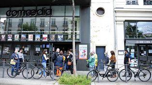 La file d'attente devant un cinéma à Lyon, le 19 mai 2021. (RICHARD MOUILLAUD / MAXPPP)