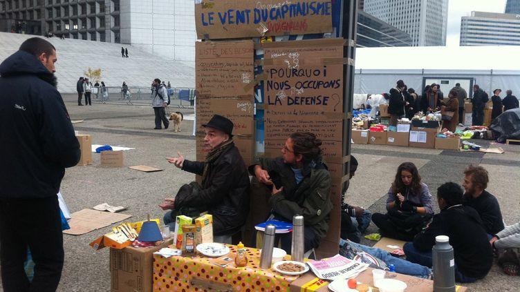Les Indignés sur le parvis de la Défense en novembre 2011 (DR)