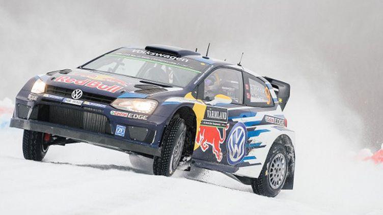 Andreas Mikkelsen (Volkswagen) en dérive sur la neige suèdoise (JONATHAN NACKSTRAND / AFP)