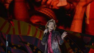 Le chanteurdes Rolling Stones Mick Jagger, en concert avec le groupe à La Havane (Cuba) le 25 mars 2016. (YAMIL LAGE / AFP)